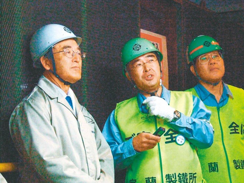 新日本製鐵の社長時代、現場を重視し全国の製鉄所を毎年訪問した(平成18年・室蘭製鐵所)