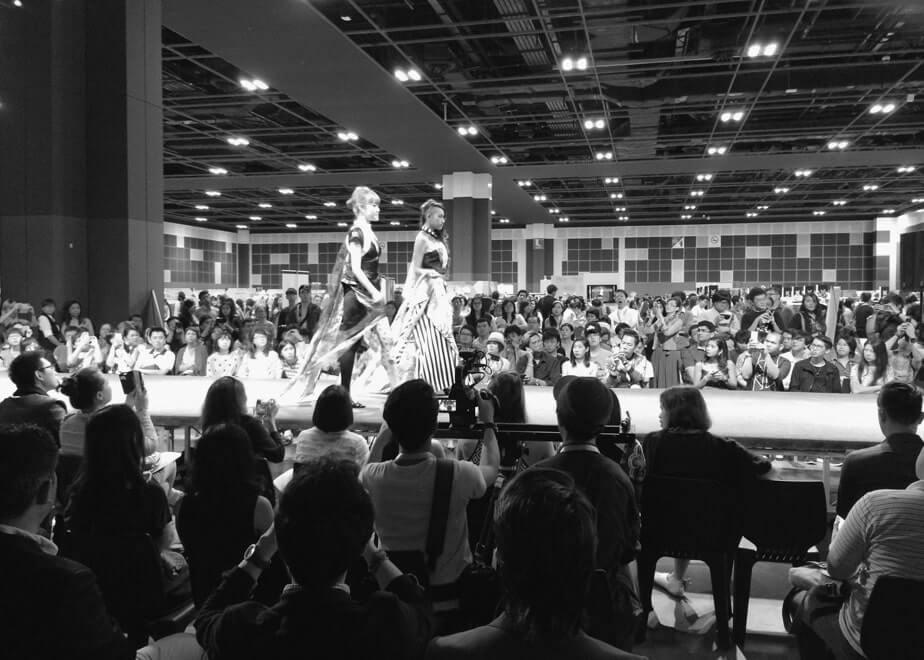 ファッションショーには現地モデルを起用し、福岡ブランドをアジアにアピール