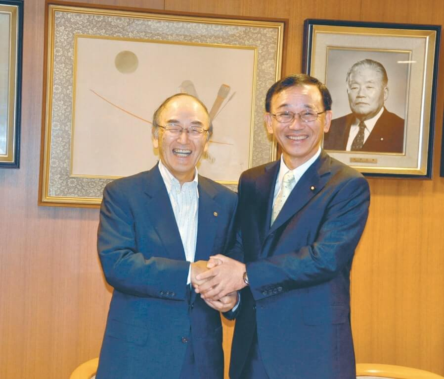 自民党本部を訪問し、谷垣幹事長と会談した三村会頭