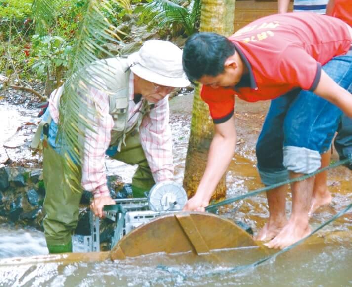 デモ機を使用したカンボジア予備調査の様子