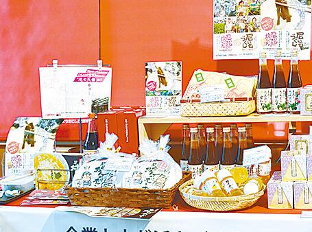 あんかけチャンポン、甘いものつるの炊いたんなど特産品を販売