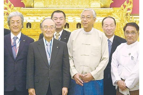 チョウ大統領(中央右)からは人材育成に関し謝意が示された