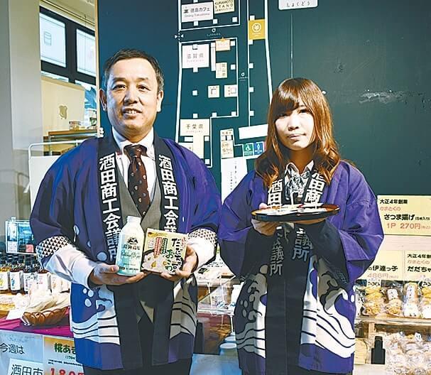 同所の梅津浩さん(左)と佐藤利那さん