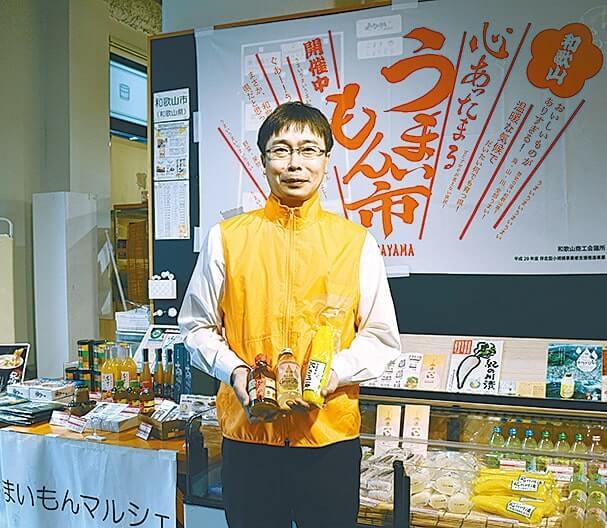 ショウガ製品をアピールする同所の大河内隆弘さん