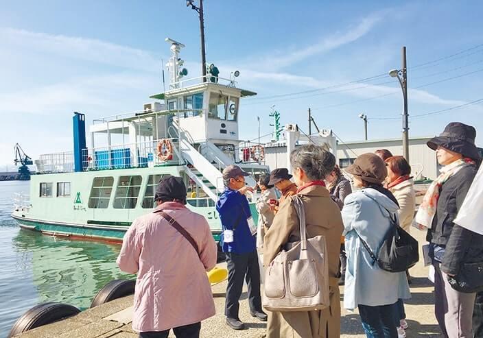 ツアーで県営渡船「越ノ潟フェリー」発着場へ
