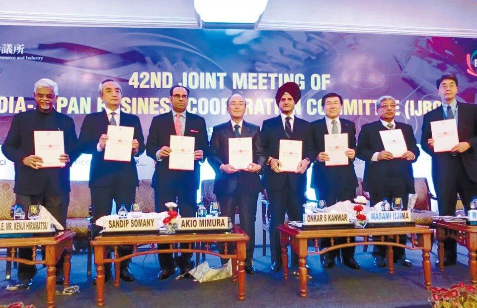 日印経済合同委員会会議に出席した三村会頭(左から4人目)