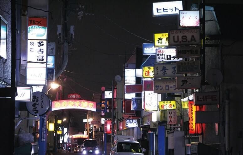 昭和の香りが色濃く残る紋別一の繁華街「はまなす通り」