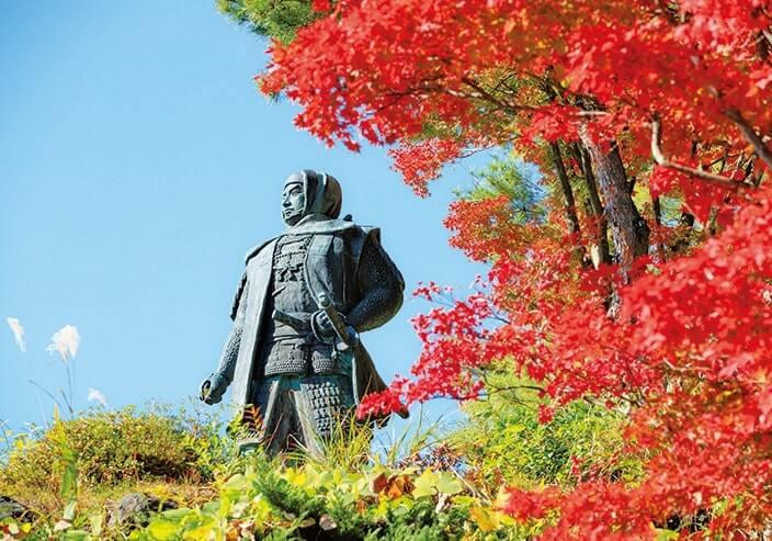 川中島の方向を見据え、越後の平和を見守る上杉謙信公