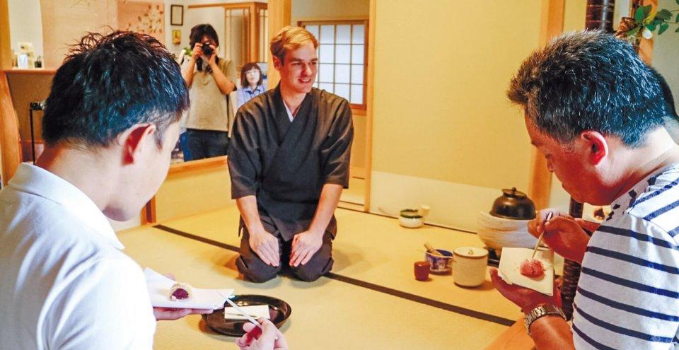 (写真2)九州教具株式会社 ホテルブリスヴィラ波佐見での茶道体験