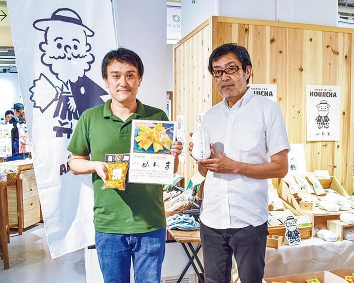 商品をPRする中川漬物の水落亨介さん(左)と山都園の岡部好弘さん(右)