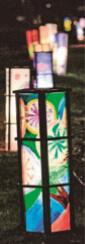 灯篭の絵は地域の小学生たちが描いた