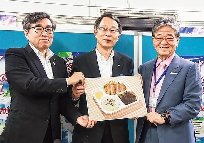 記者発表を行う(右から)米良会頭、春山会長、日隈教育長 (写真提供:共に宮崎放送)